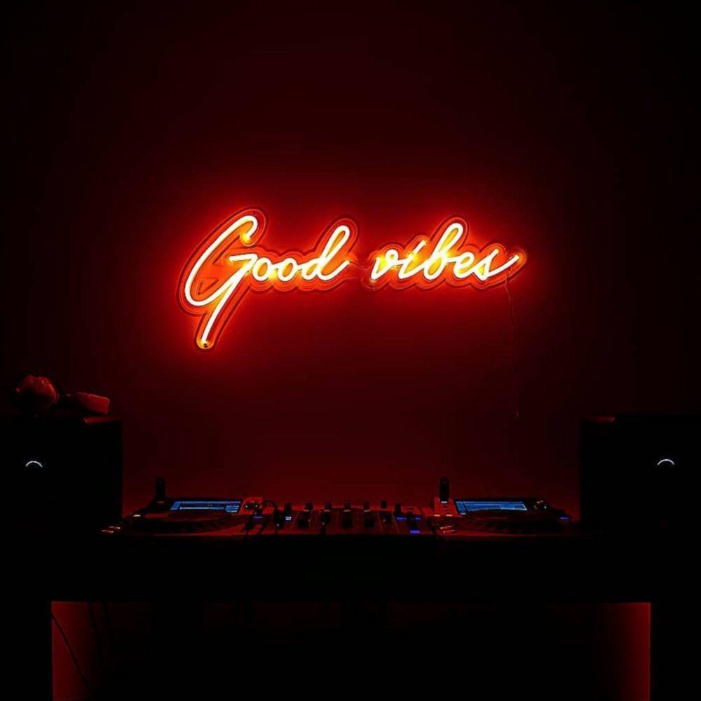 neon good vibes neon deco la maison du neon