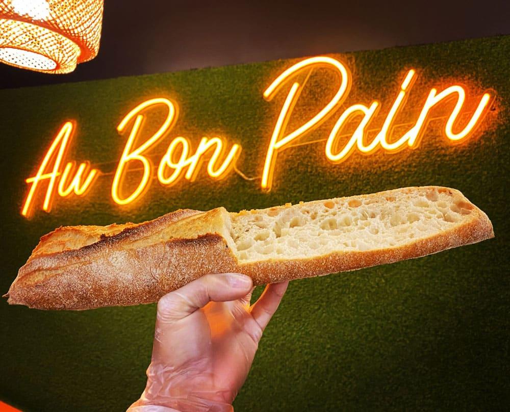 neon boulangerie au bon pain